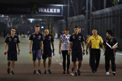 Daniil Kvyat, Red Bull Racing and Pierre Gasly during track walk with the team