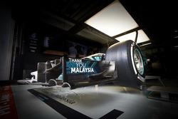 Надпись «Спасибо, Малайзия» на переднем антикрыле Mercedes AMG F1 W08