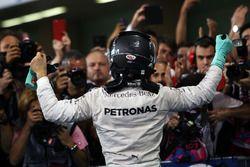 Nico Rosberg, Mercedes AMG F1, fête son titre mondial dans le parc fermé