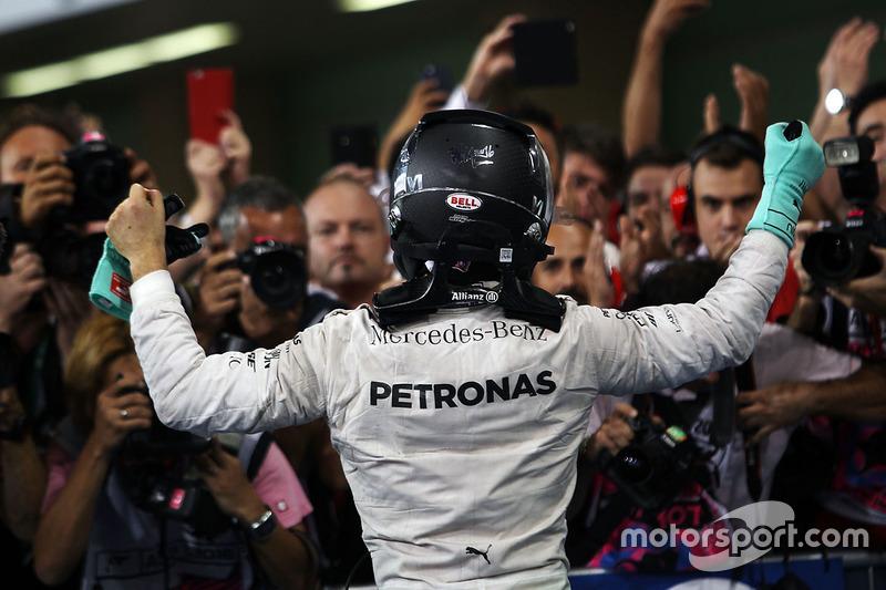 Nico Rosberg, Mercedes AMG F1 festeggia il suo Titolo Mondiale nel parco chiuso
