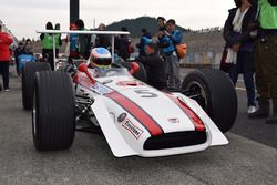 RA301に乗るフェルナンド・アロンソ(Fernando Alonso, RA301)