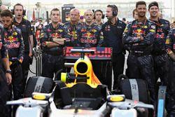 Mechaniker von Red Bull Racing in der Startaufstellung