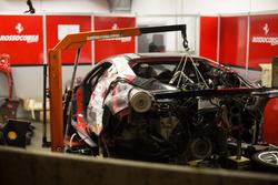Une voiture du Ferrari Challenge après un accident