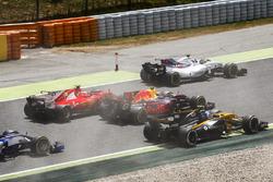 Старт гонки: Фелипе Масса, Williams FW40, Кими Райкконен, Ferrari SF70H, Макс Ферстаппен, Red Bull Racing RB13, Джолион Палмер, Renault Sport F1 RS17