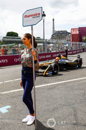 Jean-Eric Vergne, Techeetah, passes a Mahindra Racing grid girl on the grid