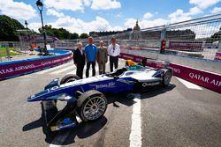 Jean Todt, FIA-Präsident, und Alejandro Agag, Formel-E-Boss, mit Gästen