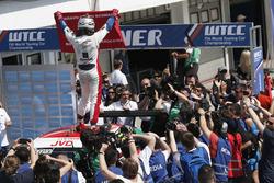 Winnaar Mehdi Bennani, Sébastien Loeb Racing, Citroën C-Elysée WTCC