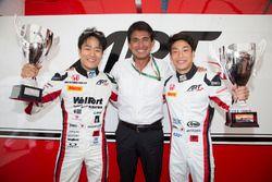 Les vainqueurs d'ART Grand Prix, le vainqueur F2 Nobuharu Matsushita, ART Grand Prix et le vainqueur GP3 Nirei Fukuzumi, ART Grand Prix