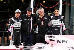 Sergio Perez, Sahara Force India F1; Otmar Szafnauer; Esteban Ocon, Sahara Force India F1; Force Ind