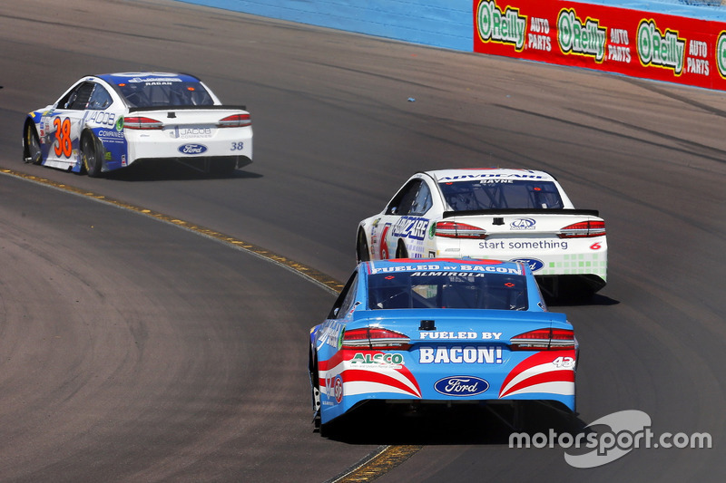 Aric Almirola, Richard Petty Motorsports, Ford; Trevor Bayne, Roush Fenway Racing, Ford; David Ragan, Front Row Motorsports, Ford