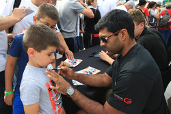 Karun Chandhok, Tockwith Motorsports with a young fan