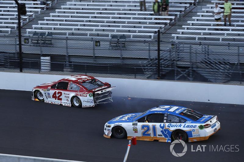 Crash: Kyle Larson, Chip Ganassi Racing Chevrolet