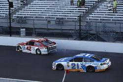 Kyle Larson, Chip Ganassi Racing Chevrolet crash