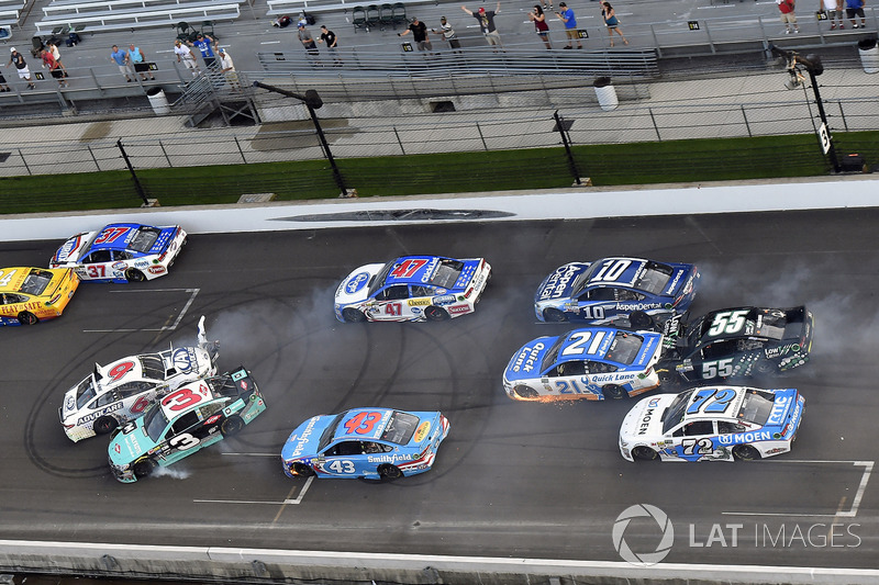 Trevor Bayne, Roush Fenway Racing Ford, Austin Dillon, Richard Childress Racing Chevrolet restos