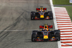 Max Verstappen, Red Bull Racing RB13; Daniel Ricciardo, Red Bull Racing RB13
