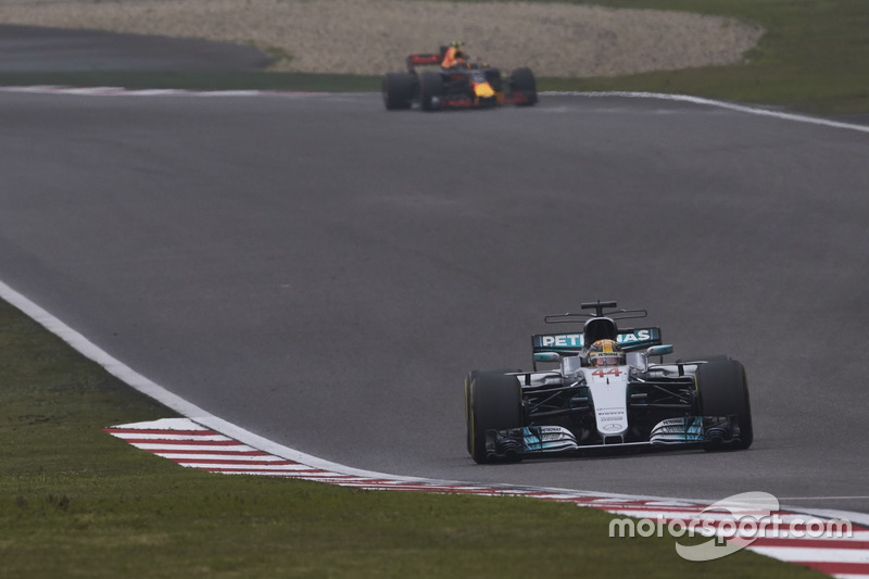 Lewis Hamilton, Mercedes AMG F1 W08; Max Verstappen, Red Bull Racing RB13