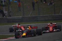 Даниэль Риккардо, Red Bull Racing RB13, Кими Райкконен, Ferrari SF70H, Себастьян Феттель, Ferrari SF70H