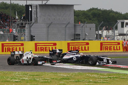 Sergio Pérez, Sauber C31 se retira después de su accidente con Pastor Maldonado, Williams FW34
