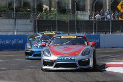 #3 Flying Lizard Motorsports, Porsche Cayman GT4 Clubsport MR: Rodrigo Baptista; #018 Case.It Racing