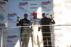 Podio TCR Gara 2: il vincitore della gara Nicola Baldan, Pit Lane; il secondo classificato Kevin Giacon; il terzo classificato Plamen Kralev, Kraf Racing