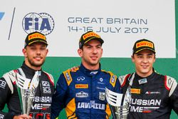 Podium: race winner Nicholas Latifi, DAMS, second place Luca Ghiotto, RUSSIAN TIME, third place Arte