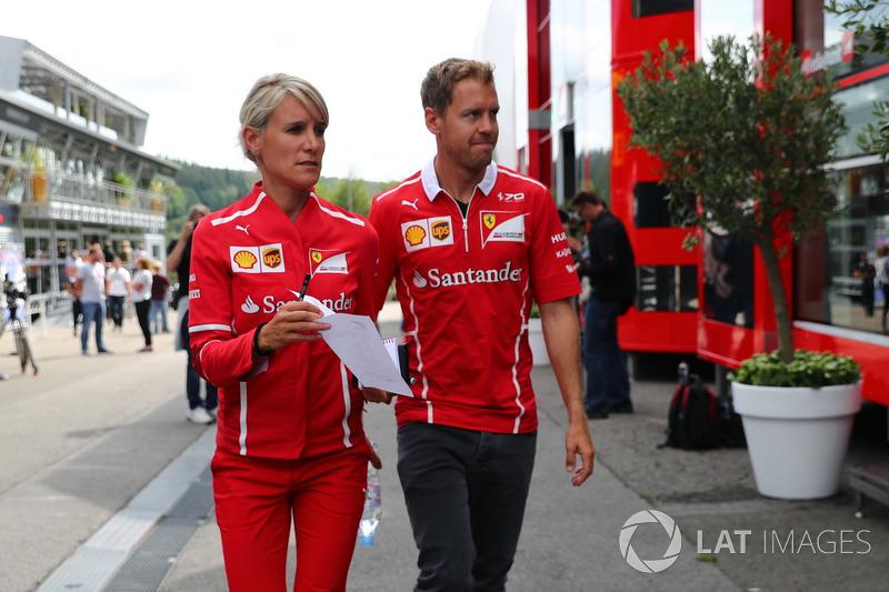 Sebastian Vettel, Ferrari, con Britta Roeske