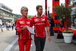 Sebastian Vettel, Ferrari, mit Britta Roeske