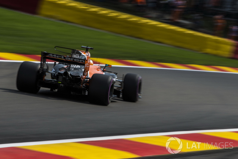 Fernando Alonso not happy with teammate Stoffel Vandoorne being asked to pit