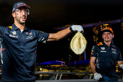 Daniel Ricciardo, Red Bull Racing, Max Verstappen, Red Bull Racing con un durian