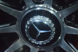 Logo Mercedes sul dado ruota