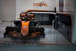 McLaren MCL32 nel garage