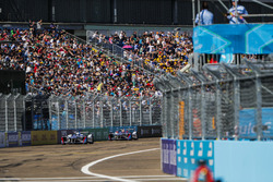 Antonio Felix da Costa, Amlin Andretti Formula E Team, leads Robin Frijns, Amlin Andretti Formula E Team