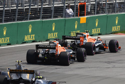 Stoffel Vandoorne, McLaren MCL32, Fernando Alonso, McLaren MCL32