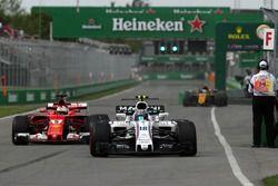 Lance Stroll, Williams FW40 et Sebastian Vettel, Ferrari SF70H