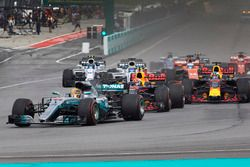 Lewis Hamilton, Mercedes AMG F1 W08, Max Verstappen, Red Bull Racing RB13, Daniel Ricciardo, Red Bull Racing RB13, Valtteri Bottas, Mercedes AMG F1 W08, au départ