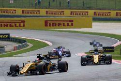 Nico Hulkenberg, Renault Sport F1 Team RS17 et Jolyon Palmer, Renault Sport F1 Team RS17