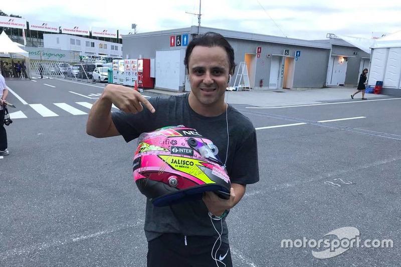 Felipe Massa, Williams con el casco de Sergio Pérez para subasta en pro de los afectados por el terremoto en México