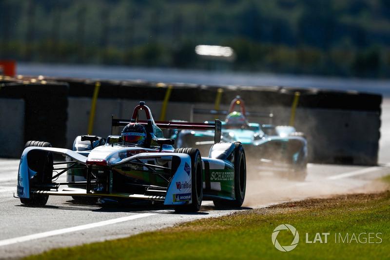 Daniel Abt, Audi Sport ABT Schaeffler leads Oliver Turvey, NIO Formula E Team