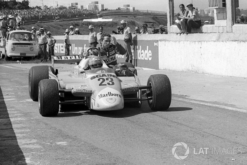 Interlagos 1980: Patrick Depailler (Alfa Romeo) menumpang Bruno Giacomelli (Alfa Romeo)
