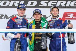 Podium: race winner Pietro Fittipaldi, Lotus, second place Egor Orudzhev, SMP Racing, third place Ma