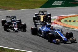 Romain Grosjean, Haas F1 Team Team VF-17, Pascal Wehrlein, Sauber C36, Jolyon Palmer, Renault Sport