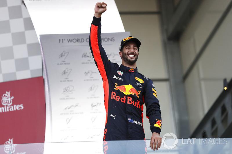 Daniel Ricciardo, Red Bull Racing,, festeggia la vittoria sul podio
