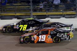 Matt Tifft, Joe Gibbs Racing Toyota, Elliott Sadler, JR Motorsports Chevrolet e Tommy Joe Martins, D