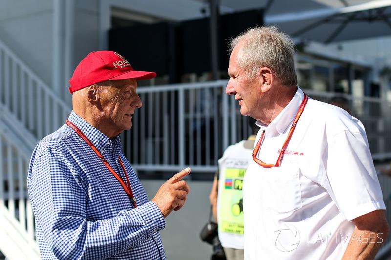 Niki Lauda, Mercedes AMG F1 Presidente Non-Esecutivo parla con il Dr Helmut Marko, Consulente Red Bu
