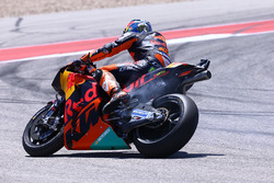 Pol Espargaro, Red Bull KTM Factory Racing, con falla en el motor