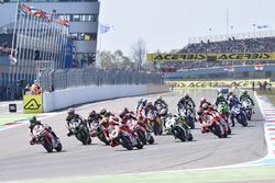 Start: Xavi Fores, Barni Racing Team leads