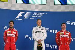 Podium: racewinnaar Valtteri Bottas, Mercedes AMG F1, tweede plaats Sebastian Vettel, Ferrari, derde