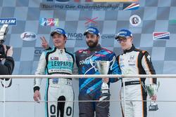 Il podio di Gara 2 con il secondo Jean-Karl Vernay, Leopard Racing, il vincitore Stefano Comini, Com