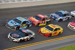 Kevin Harvick, Stewart-Haas Racing Ford, Ricky Stenhouse Jr., Roush Fenway Racing Ford, Joey Logano,