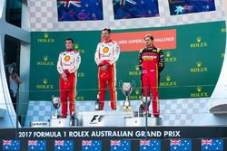 Podium: winner Scott McLaughlin, Team Penske Ford, le deuxième Fabian Coulthard, Team Penske Ford, le troisième Chaz Mostert, Rod Nash Racing Ford